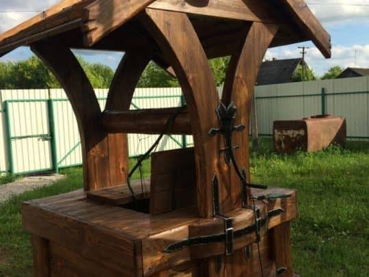 Деревянные домики для колодца